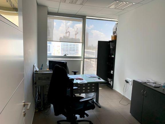 משרד מטופח להשכרה בוי טאואר, חדר עבודה 4