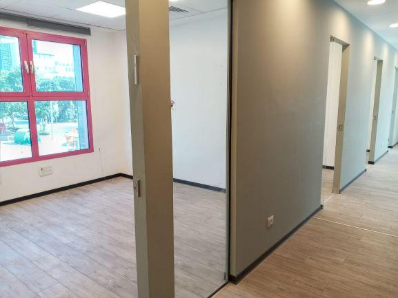 """404 מ""""ר משרד מטופח בהרצליה פיתוח, חדר עבודה"""