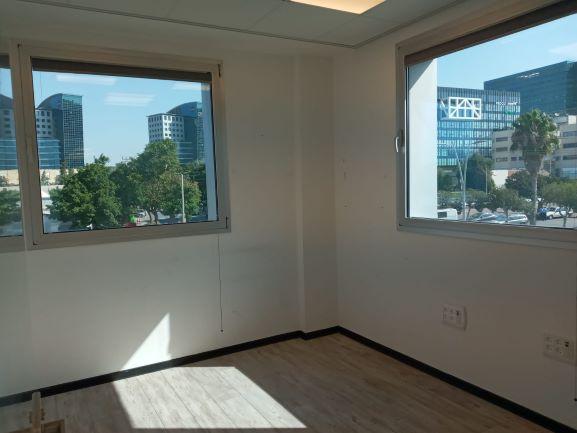 """404 מ""""ר משרד מטופח בהרצליה פיתוח, חדר ונוף"""
