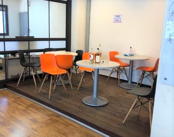 """251 מ""""ר משרד להשכרה על ציר יגאל אלון, חדר אוכל"""