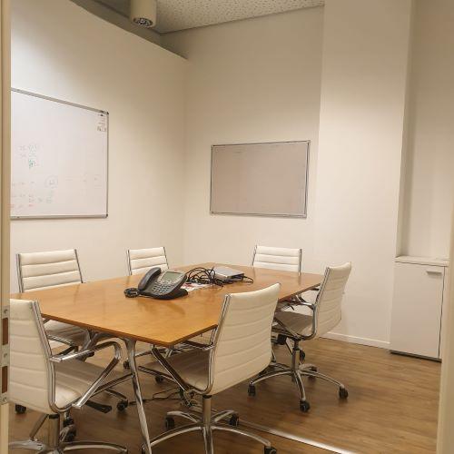 """משרד להשכרה משובח וזול בע.ידע, כפ""""ס, חדר ישיבות"""