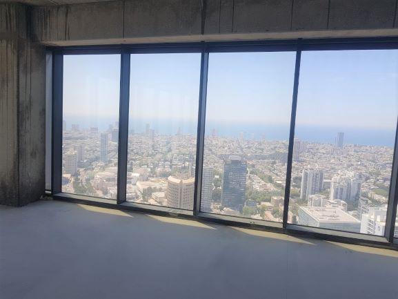 """396 מ""""ר משרדים במידטאון ק' גבוהה, נוף לים דרך חלונות גדולים"""