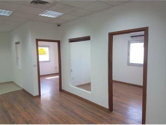 """180 מ""""ר משרד בבנין בוטיק מודרני וייצוגי, שני חדרים"""