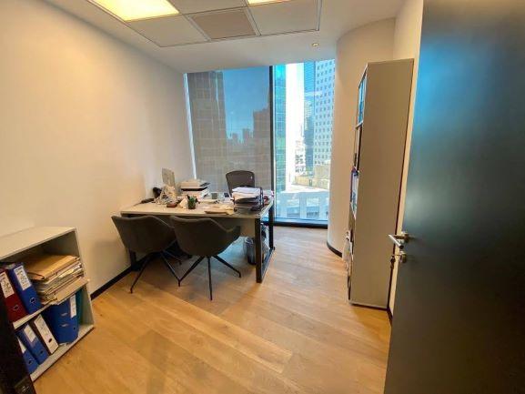 """170 מ""""ר משרד מפואר במגדל ספיר בבורסה, חדר עבודה"""