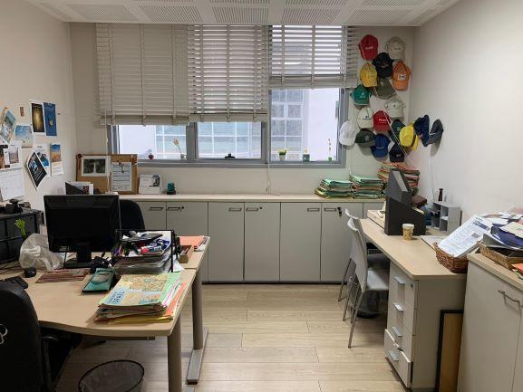 """295 מ""""מהר משרד להשכרה בבנין בוטיק על בגין ת""""א, חדר עבודה"""