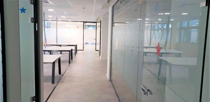 """1480 מ""""ר משרד מדהים להשכרה במסגר ת""""א, מסדרון"""