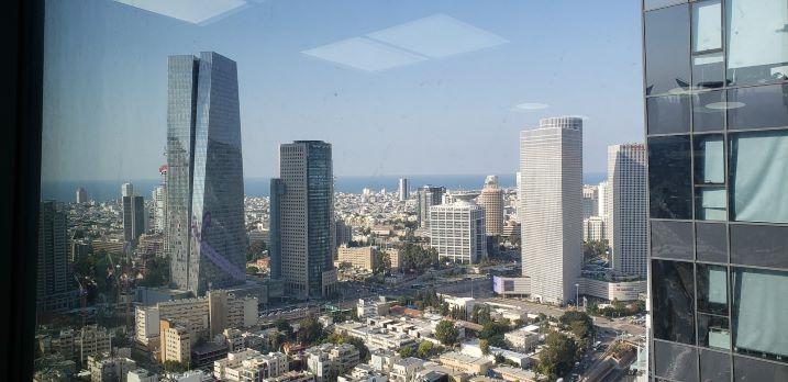 136 משרדים במגדלי אלון בק' גבוהה ובגימור מלא, נוף לים