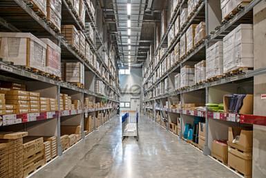 """1,000 מ""""ר בנתניה, מחסן/מבנה תעשייה, להשכרה"""