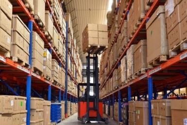 """להשכרה 2500 מ""""ר מחסן מבנה תעשייה בפתח תקווה"""