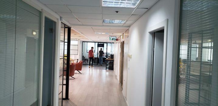 """450 מ""""ר משרד מטופח בבנין בוטיק בבורסה בר""""ג, מסדרון"""