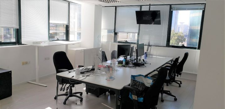 """450 מ""""ר משרד מטופח בבנין בוטיק בבורסה בר""""ג, חדר ישיבות"""