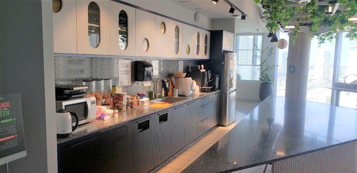 """3,300 מ""""ר משרד מושלם במגדל תוהה בת""""א, מטבח"""