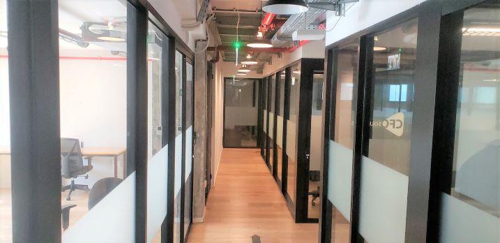 """1000 מ""""ר משרדי היי טק להשכרה בצפון החדש, מסדרון"""