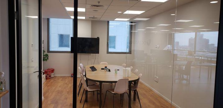 """230 מ""""ר משרד מטופח בארבעה ת""""א, חדר ישיבות"""