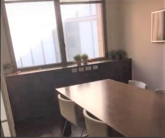 """140 מ""""ר משרד בוטיק מטופח בלב תל אביב, חדר ישיבות"""