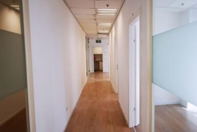 """200 מ""""ר משרד מטופח להשכרה בבסר 3 בני ברק,מסדרון"""