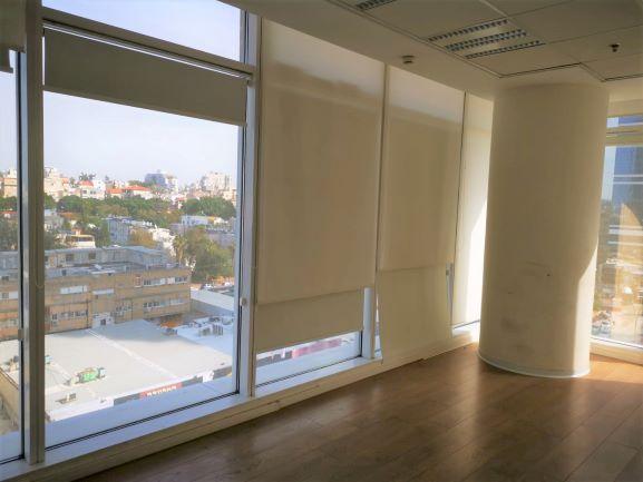 """220 מ""""ר משרד מטופח בבסר 3 40 ש""""ח למ""""ר, חלונות גדולים"""