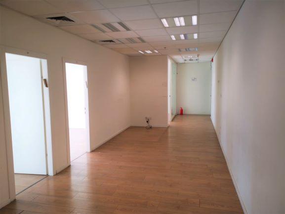 """220 מ""""ר משרד מטופח בבסר 3 40 ש""""ח למ""""ר, מסדרון"""
