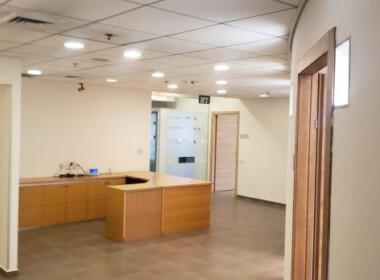"""1,200 מ""""ר משרדים מטופחים בקרית אריה, קבלה והמתנה"""