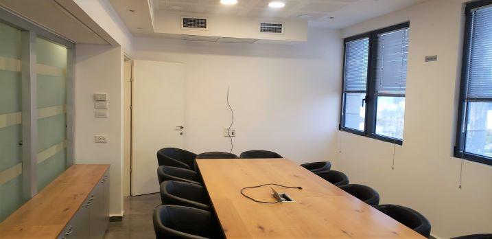"""1,200 מ""""ר משרדים מטופחים בקרית אריה, חדר עבודה"""