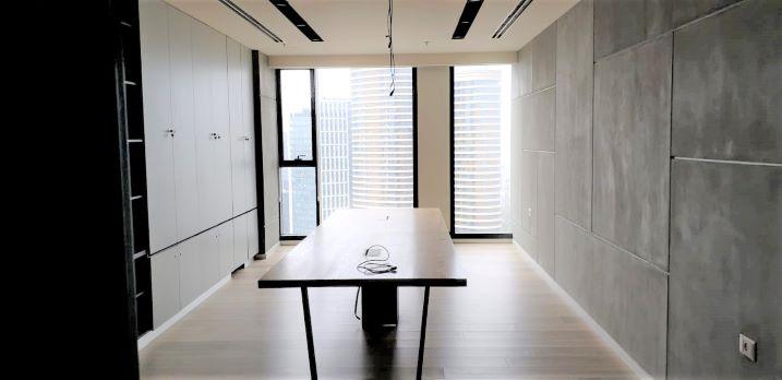 """1,650 מ""""ר קומה שלימה להשכרה במגדל חדש בבורסה, חדר ישיבות"""
