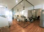 """משרדים להשכרה בק' גבוהה במידטאון ת""""א, חדר ישיבות מוקף זכוכית"""