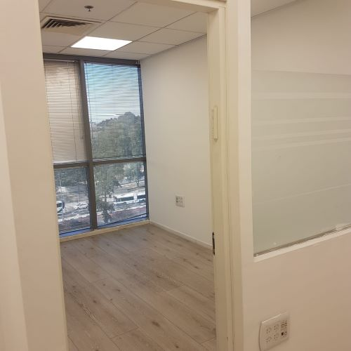 """135 מ""""ר משרד להשכרה בבסר מתאים ל-Call Center, 2, חדר עבודה"""