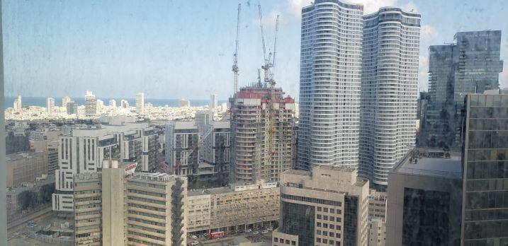 """350 מ""""ר משרד להשכרה בחסן ערפה, חלונות גדולים, נוף לים"""