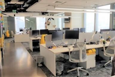 """600 מ""""ר משרדים מטופחים ומשופצים על ציר יגאל אלון, מושלמים להיי טק"""