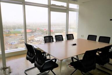 """400 מ""""ר משרדים זולים ברמה גבוהה בבסר 3 בני ברק, חדר ישיבות עם נוף לפארק"""