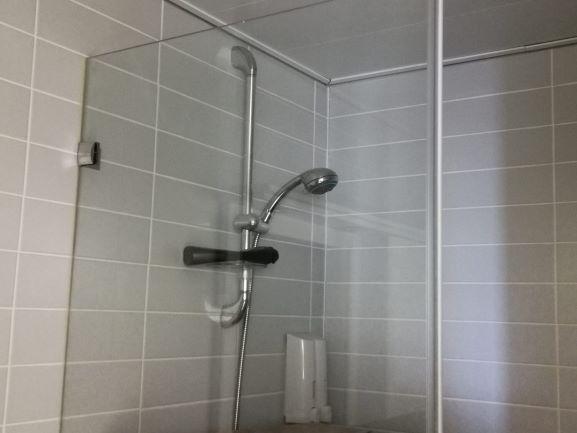 """200 מ""""ר משרדים יוקרתיים להשכרה במתחם בסר, מקלחת"""