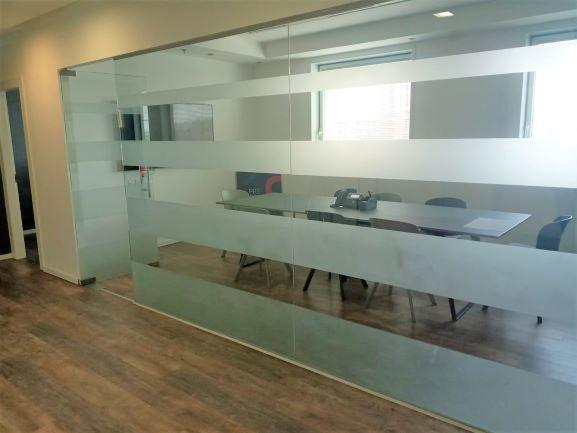 """230 מ""""ר משרדים מפוארים בבנין יוקרתי ומפואר בהרצליה פיתוח, חדר ישיבות"""