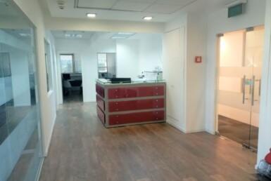 """230 מ""""ר משרדים מפוארים בבנין יוקרתי ומפואר בהרצליה פיתוח, עמדות קבלה והמתנה"""