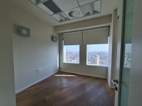 """224 מ""""ר משרד נדיר להשכרה במגדל עזריאלי, ק' גבוהה, נוף לים, חדר עבודה"""
