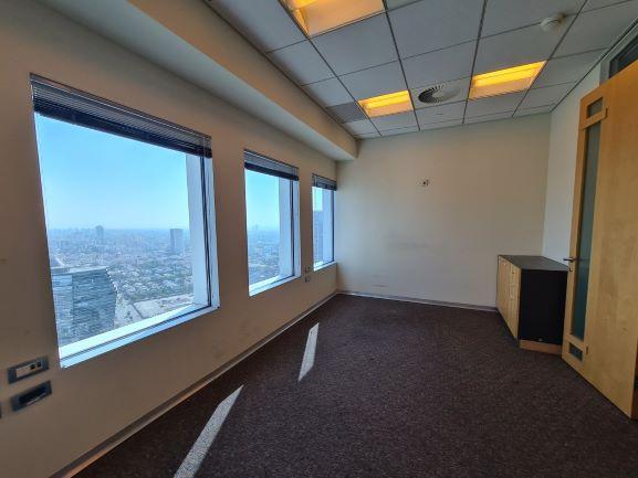 """224 מ""""ר משרד נדיר להשכרה במגדל עזריאלי, ק' גבוהה, נוף לים, חדר עבודה 2"""
