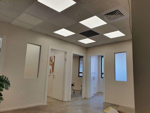 """בדרום ת""""א 200 (90+11) מ""""ר משרדים מתוחזקים ברמה גבוהה, מסדרון"""