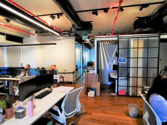 """200 מ""""ר משרד מטופח למכירה במגדל מרכזי במתחם בסר, אופן ספייס"""