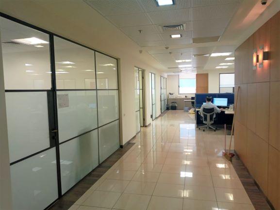 """530 מ""""ר משרד היי טק להשכרה בהרצליה פיתוח, מסדרון"""
