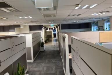 """1,200 מ""""ר קומה שלימה של משרדי היי טק מושלמים, אופן ספייס עם מחיצות"""