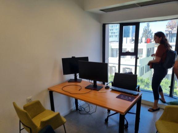 """450X2 מ""""ר קומה עצמאית מופלאה, הרבה חדרים ואופן ספייס, פרפקט להיי טק וחברות הזנק. חדר עבודה"""
