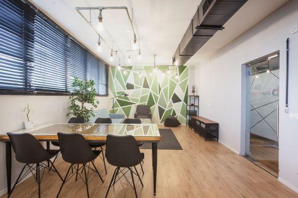 """130 מ""""ר משרדי היי טק מטופחים בשכונת מונטיפיורי, חדר עבודה"""