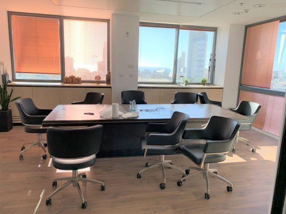 """670 מ""""ר משרדים נדירים ומהודרים בק' גבוהה במגדל על ת""""א, חדר ישיבות"""