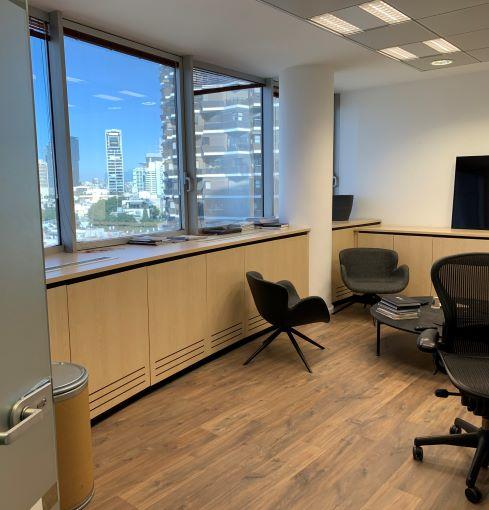 """670 מ""""ר משרדים נדירים ומהודרים בק' גבוהה במגדל על ת""""א, חדר עבודה"""