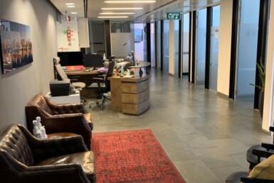 """670 מ""""ר משרדים נדירים ומהודרים בק' גבוהה במגדל על ת""""א, מסדרון"""