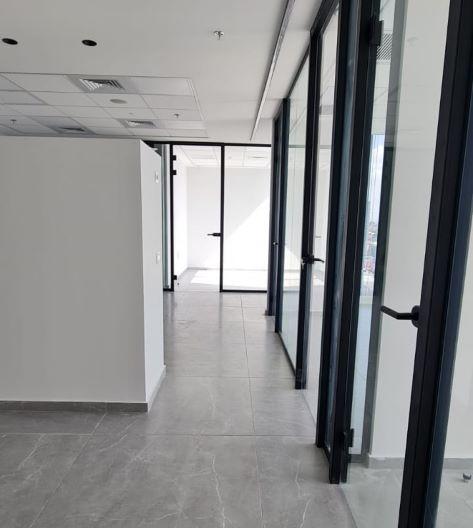"""134 מ""""ר משרדים להשכרה במגדל הכי חדש בת""""א, מסדרון"""
