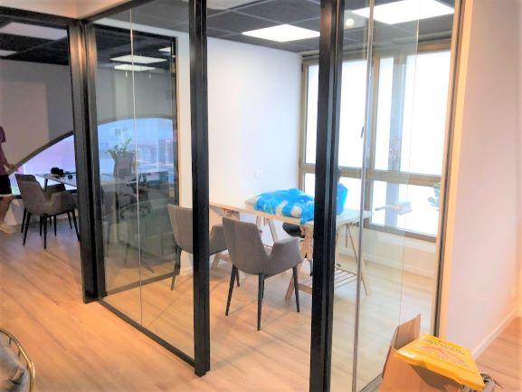 """250 מ""""ר משרד היי טק מובהק בלב ת""""א, חדרים עם קירות זכוכית"""