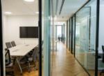"""משרדים להשכרה בתל אביב 240 מ""""ר משרד להשכרה ברמת החייל, ברמת גימור גבוהה, מסדרון וחדר ישיבות"""