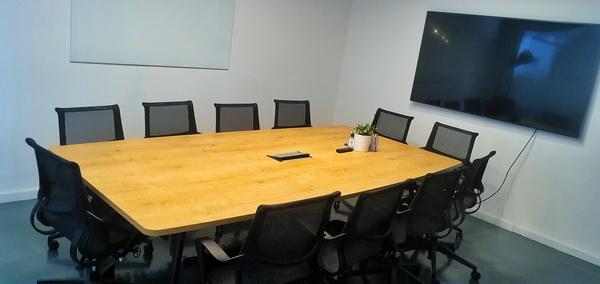 """935 מ""""ר משרדי היי טק מדהימים על גבול בני ברק ר""""ג, חדר ישיבות"""