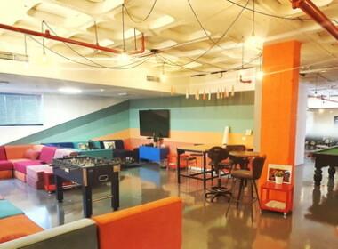 """935 מ""""ר משרדי היי טק מדהימים על גבול בני ברק ר""""ג, סלון לאירועים, פינת משחק ופנאי"""