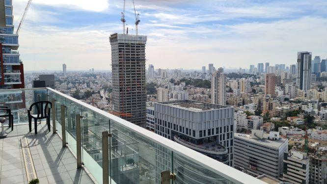 """140 מ""""ר משרד להשכרה מטופחים במגדלי בסר ק' גבוהה, נוף מהמרפסת"""